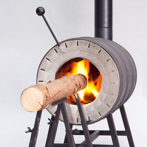 500Spruce-Stove-that-burns-a-whole-tree-trunk-by-Michiel-Martens-and-Roel-de-Boer_dezeen_3